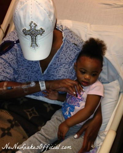NeNe-Leakes-in-the-Hospital-Bed-With-Granddaughter-After-Getting-Bloodclots-in-Lungs