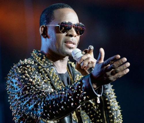 r-kelly-being-sued-by-manager-sfpl