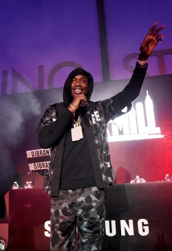 Meek Mill closed out the night with an energy-filled performance of his new tracks, Check and Monster while also playing fan favorites Dreams and Nightmares Intro and House Party. In a surprise appearance, Wale joined Meek on stage to perform his hit Clappers.