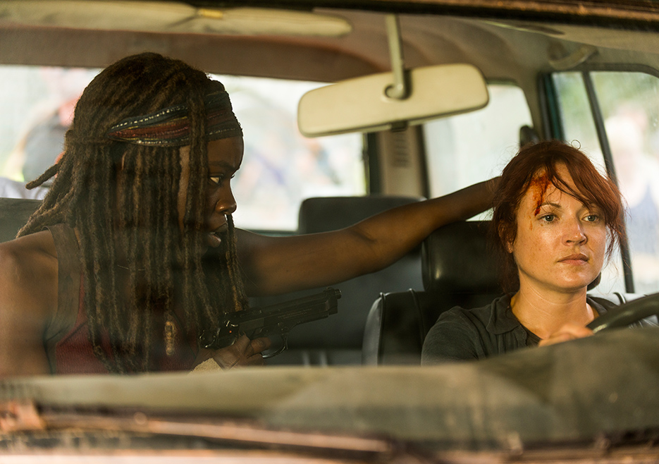 the-walking-dead-episode-708-michonne-gurira-935